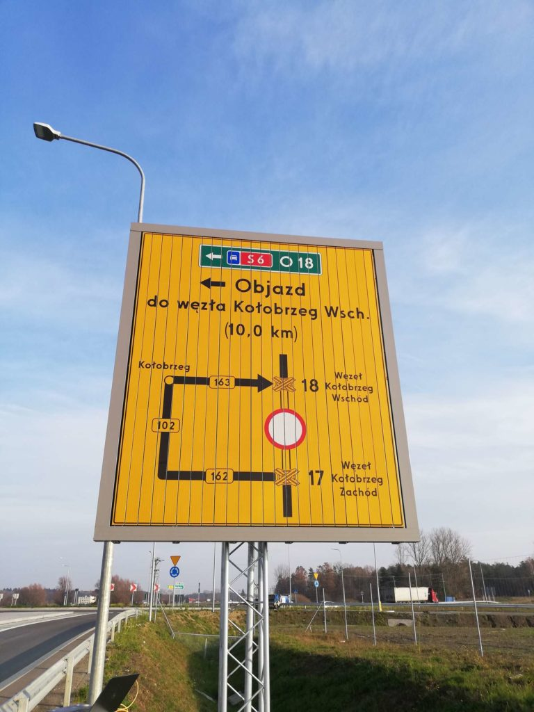 Dostawa i instalacja znaków pryzmatycznych